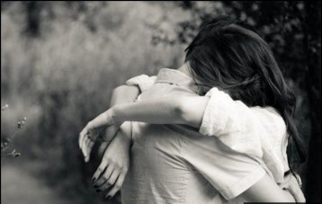 hug-couple